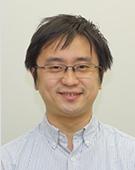 白のシャツの男性豊田氏