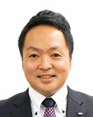スーツの男性安東氏