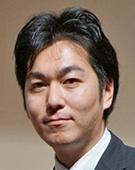 スーツの男性藤村氏