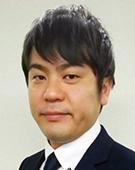スーツの男性半田氏