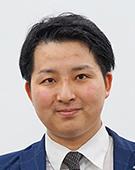 スーツの男性石岡氏