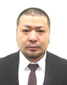 スーツの男性加島氏