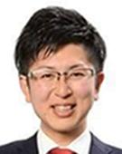 スーツの男性村岡氏