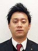スーツの男性小川 洋平君