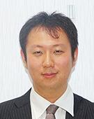 スーツの男性宍戸氏