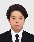 スーツの男性田中氏