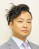 スーツの男性山口氏