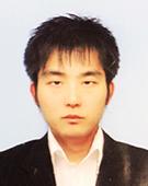 スーツの男性山中氏
